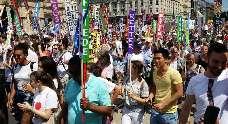 Tausende Gläubige beim MARSCH FÜR JESUS